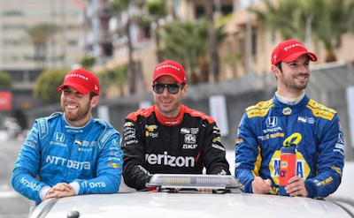 Vuelta de la victoria: Ed Jones (3ero), Will Power (2do) y Alexander Rossi (ganador) en Long Beach.